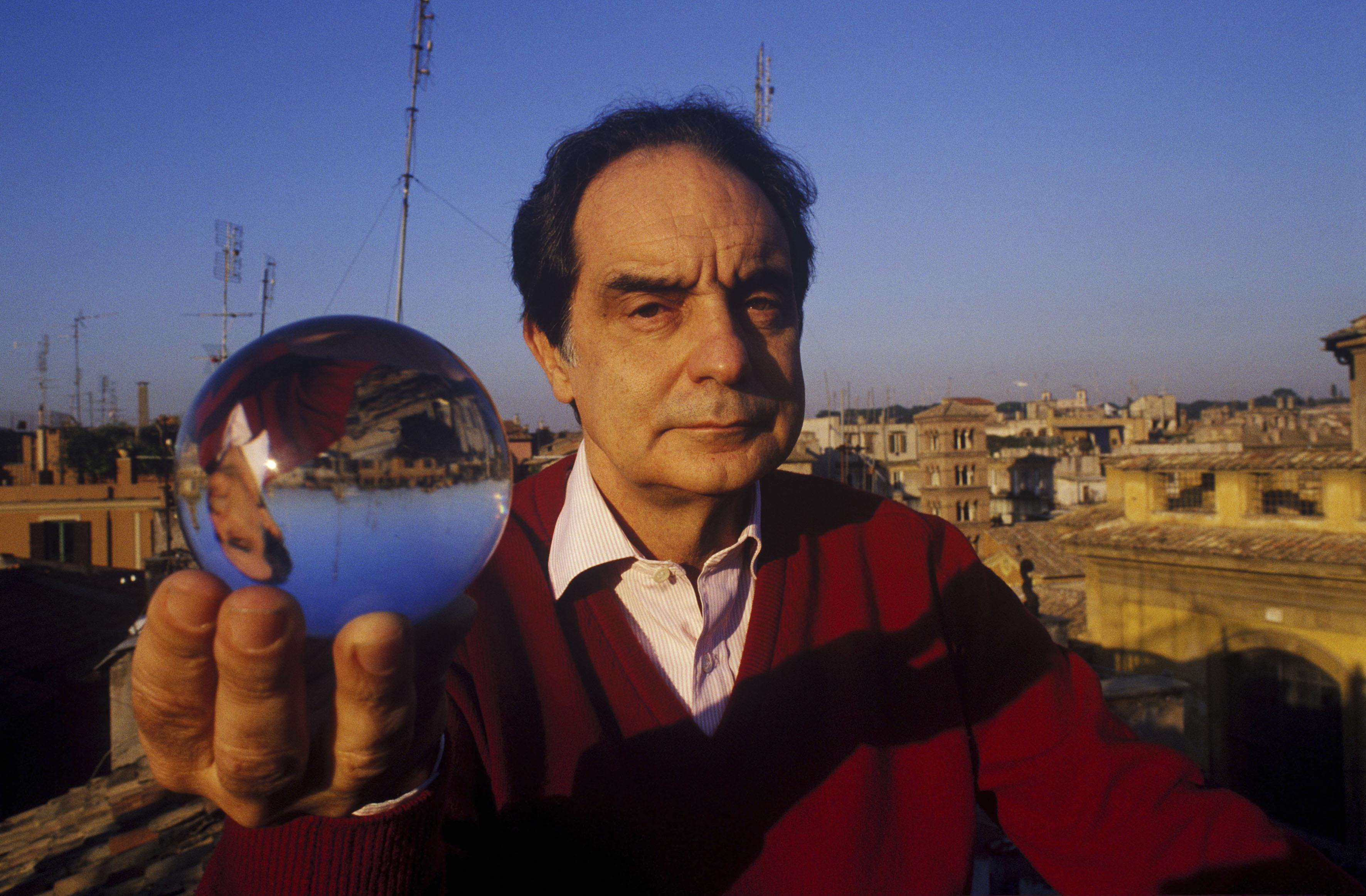 Rome, December 1984 - Writer Italo Calvino >< Roma, dicembre 1984 - Italo Calvino, scrittore *** Local Caption *** 00114424